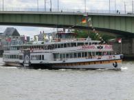 Binnenschiffe auf dem Rhein bei Köln